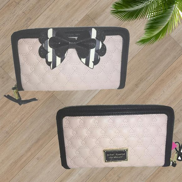 BETSEY JOHNSON Black White Bow Faux Leather Large Zip Wristlet Wallet NWT NEW